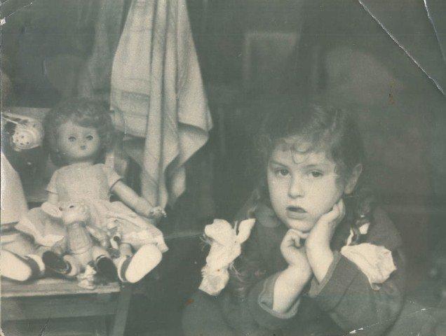 Вера с куклой