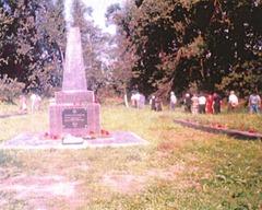 Обелиск на братской могиле погибших узников гетто, среди которых были Бронины родители