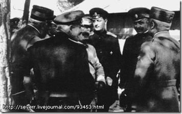 Гумилёв среди офицеров корпуса