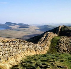 великая стена между Англией и Шотландией – вал Адриана