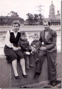 Терра. Бабушка и дедушка с сыновьями.