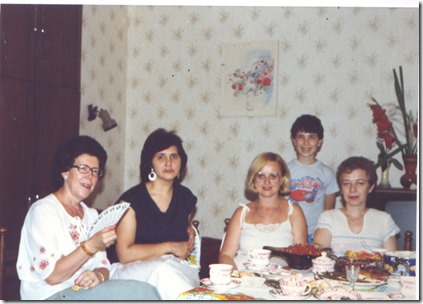 Приглашены были также наша общая школьная подруга Е.В. и учительница русского языка и литературы в 10 классе Л.М.