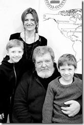Сергей Рядченко в окружении детей и жены